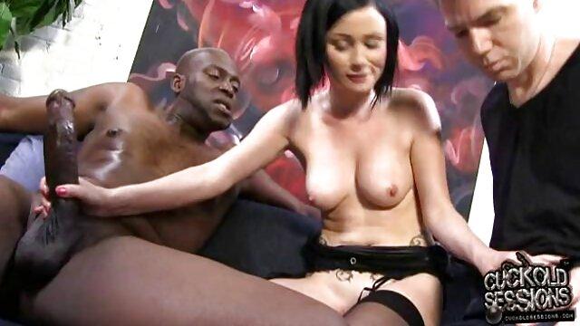 MILF جولیا عکس سکسی خفن شهوانی آن در خود پاشنه قرمز استمنا می کند