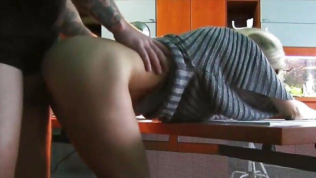 جسیکا راین بیدمشک تراشیده عکس کس لیسی خفن خود را اسباب بازی می کند