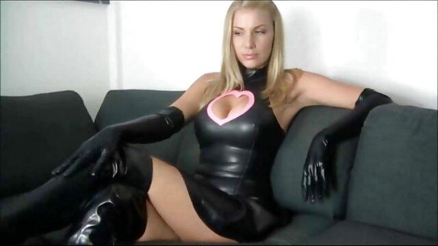بستی جولیا یکی از اعضای خود را با لباس عکس سکسی خفن بکن بکن شنا خرد می کند