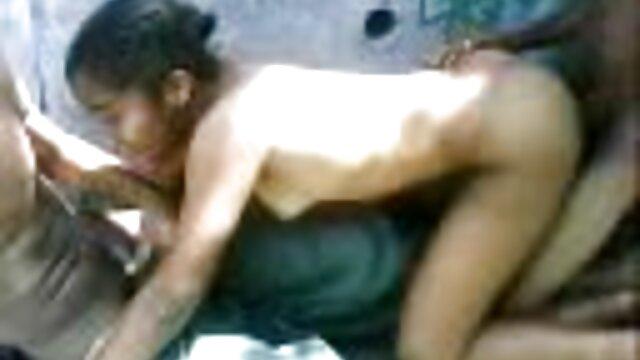 مادر فوق العاده داغ مادر یکی از اولین فیلم های داغ خود را به ما نشان تصاویر خفن سکسی می دهد
