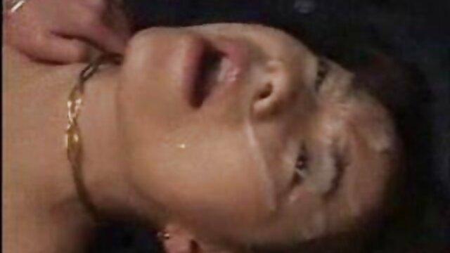 او یک آبفشان زنده تصاویر متحرک سکسی خفن است