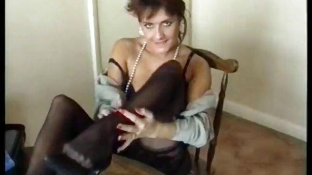 - لین فاکس و کیتی سامرز با لاستیک الاستیک عکس سیکس خفن در اطراف بدن بازی می کنند