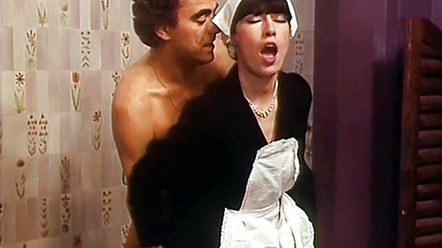 Brazzers - آنا بل باید لوله های خود را تمیز عکس سکسی داغ خفن کند